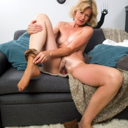 Diana Gold in 'Anilos' Mature Beauty (Thumbnail 7)