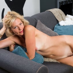 Diana Gold in 'Anilos' Mature Beauty (Thumbnail 8)
