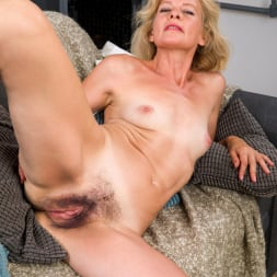 Diana Gold in 'Anilos' Mature Beauty (Thumbnail 9)