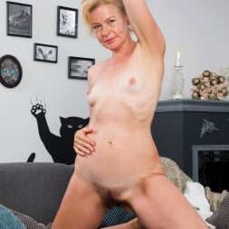 Diana Gold in 'Anilos' Mature Beauty (Thumbnail 10)