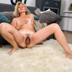 Diana Gold in 'Anilos' Mature Beauty (Thumbnail 13)