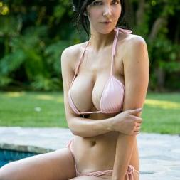 Diana Prince in 'Anilos' Poolside Masturbation (Thumbnail 2)