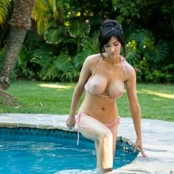 Diana Prince in 'Anilos' Poolside Masturbation (Thumbnail 9)