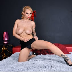 Dominno in 'Anilos' Busty Beautiful (Thumbnail 6)
