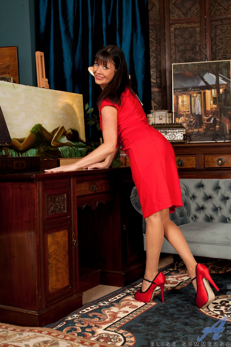 Anilos 'Lady In Red' starring Elise Summers (Photo 1)