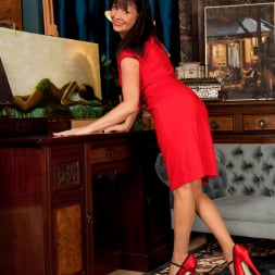 Elise Summers in 'Anilos' Lady In Red (Thumbnail 1)