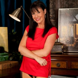 Elise Summers in 'Anilos' Lady In Red (Thumbnail 2)