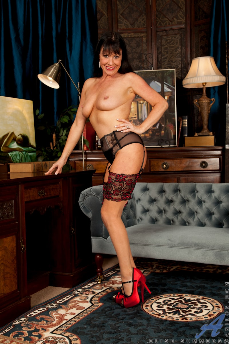 Anilos 'Lady In Red' starring Elise Summers (Photo 3)