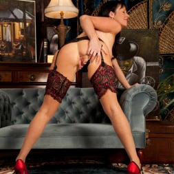 Elise Summers in 'Anilos' Lady In Red (Thumbnail 5)