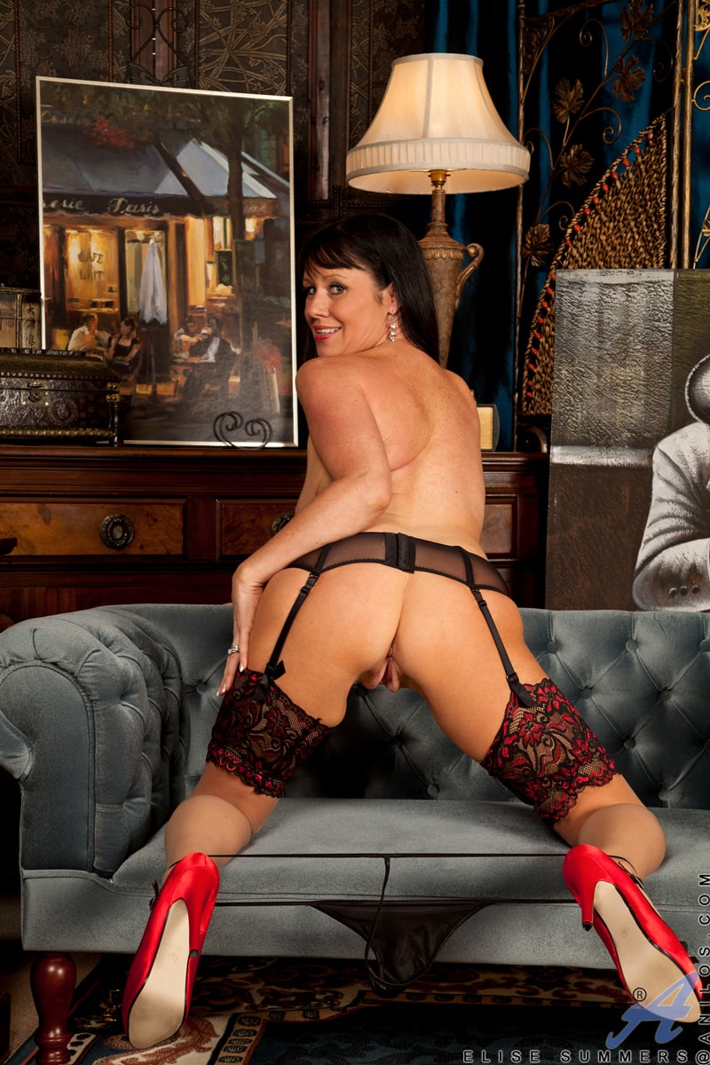 Anilos 'Lady In Red' starring Elise Summers (Photo 9)
