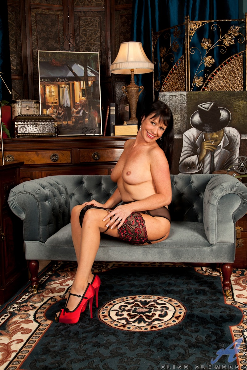 Anilos 'Lady In Red' starring Elise Summers (Photo 10)