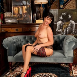 Elise Summers in 'Anilos' Lady In Red (Thumbnail 10)