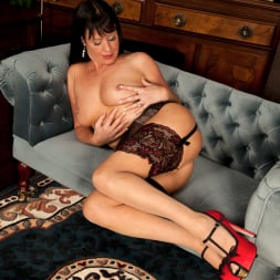 Elise Summers in 'Anilos' Lady In Red (Thumbnail 11)