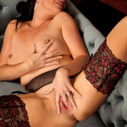 Elise Summers in 'Anilos' Lady In Red (Thumbnail 12)
