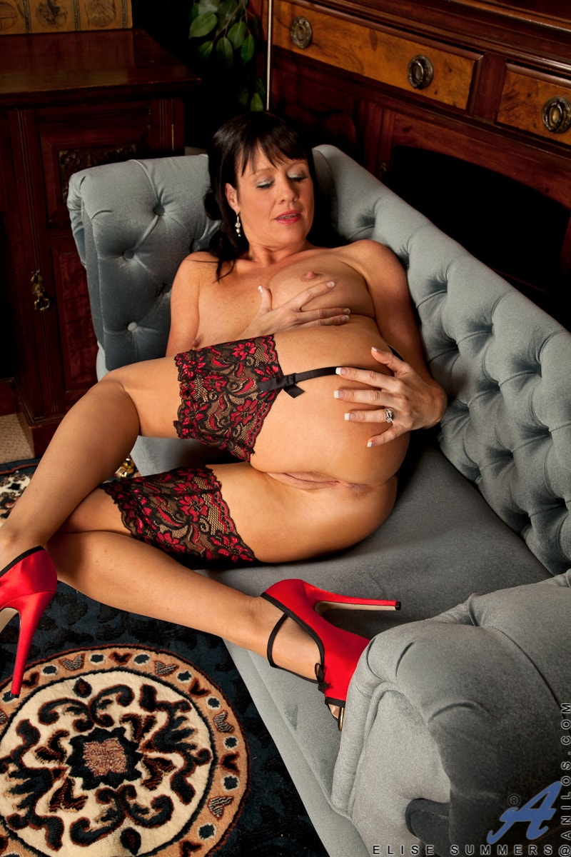 Anilos 'Lady In Red' starring Elise Summers (Photo 13)