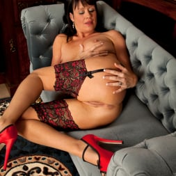 Elise Summers in 'Anilos' Lady In Red (Thumbnail 13)