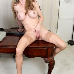 Elizabeth Green in 'Anilos' Sexy Secretary (Thumbnail 15)
