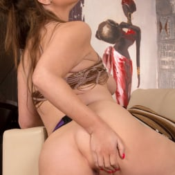 Ella Clarke in 'Anilos' Dressed To Impress (Thumbnail 14)