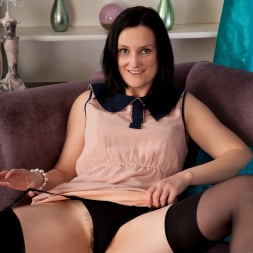Emily Marshall in 'Anilos' Hairy Snatch (Thumbnail 2)