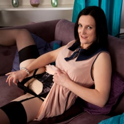 Emily Marshall in 'Anilos' Hairy Snatch (Thumbnail 3)
