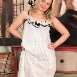 Emma Turner in 'Anilos' Bedroom Tease (Thumbnail 2)