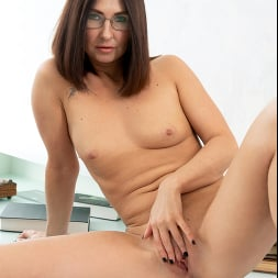 Eva Black in 'Anilos' At The Office (Thumbnail 9)