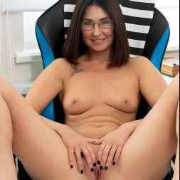 Eva Black in 'Anilos' At The Office (Thumbnail 12)