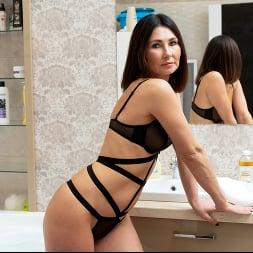 Eva Black in 'Anilos' Bubble Bath (Thumbnail 2)