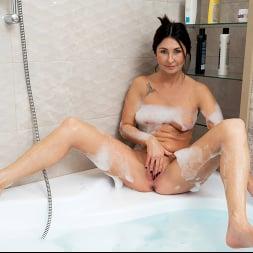 Eva Black in 'Anilos' Bubble Bath (Thumbnail 6)