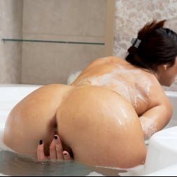 Eva Black in 'Anilos' Bubble Bath (Thumbnail 9)