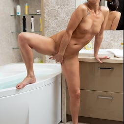 Eva Black in 'Anilos' Bubble Bath (Thumbnail 15)