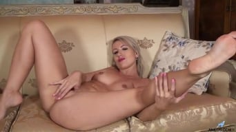 Evey Crystal in 'Hot Milf'