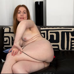 Gloria in 'Anilos' Home With Her (Thumbnail 9)