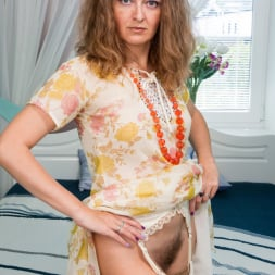 Helena Volga in 'Anilos' Mature Plays With Toys (Thumbnail 2)