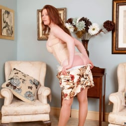 Holly Kiss in 'Anilos' Chair Fingers (Thumbnail 3)