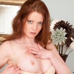 Holly Kiss in 'Anilos' Chair Fingers (Thumbnail 5)