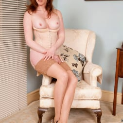Holly Kiss in 'Anilos' Chair Fingers (Thumbnail 8)