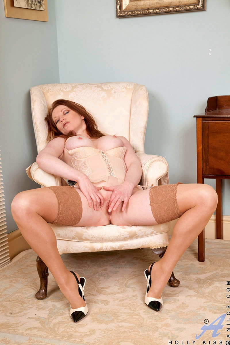 Anilos 'Chair Fingers' starring Holly Kiss (Photo 10)