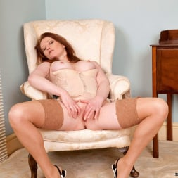 Holly Kiss in 'Anilos' Chair Fingers (Thumbnail 10)