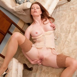 Holly Kiss in 'Anilos' Chair Fingers (Thumbnail 14)