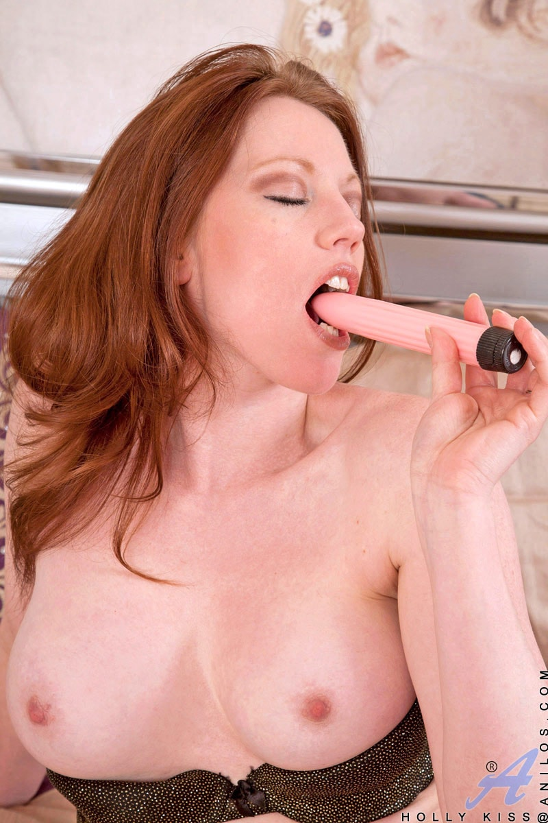 Anilos 'Vibrator Fuck' starring Holly Kiss (Photo 8)