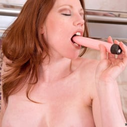 Holly Kiss in 'Anilos' Vibrator Fuck (Thumbnail 8)