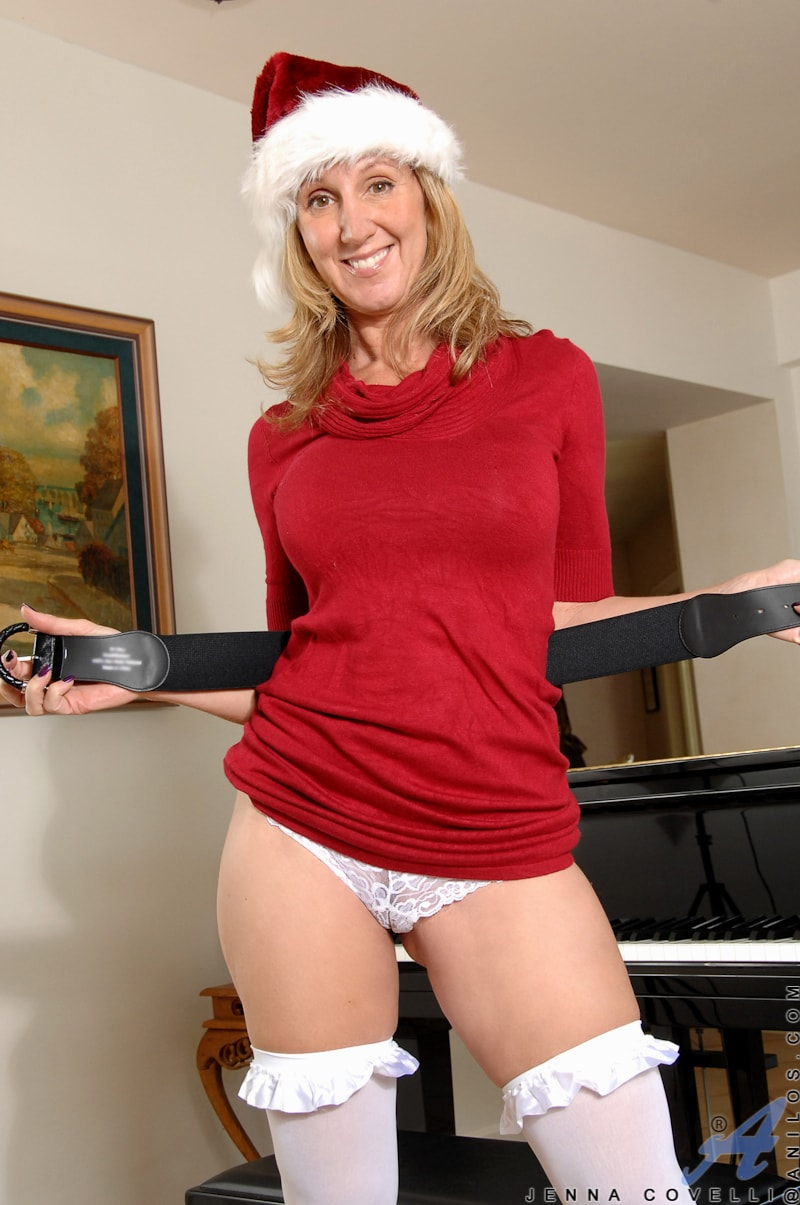 Anilos 'Her Present To You' starring Jenna Covelli (Photo 3)