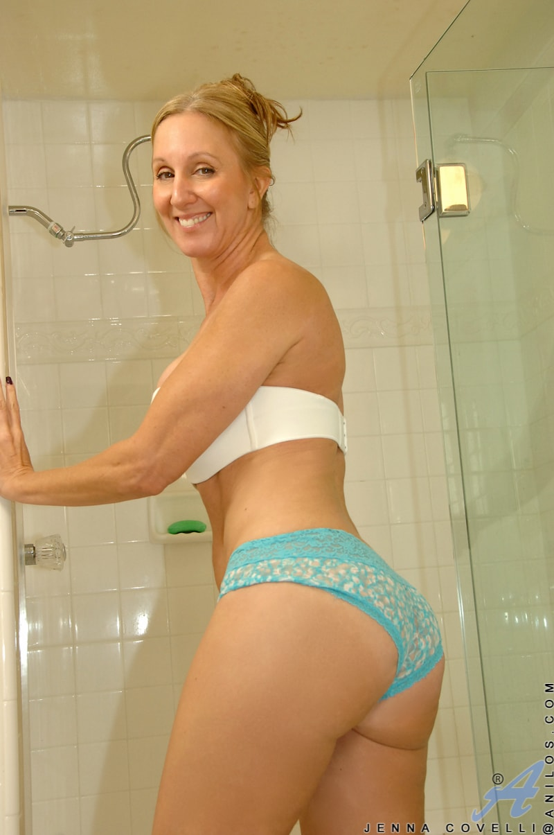 Anilos 'Toys In Her Shower' starring Jenna Covelli (Photo 2)