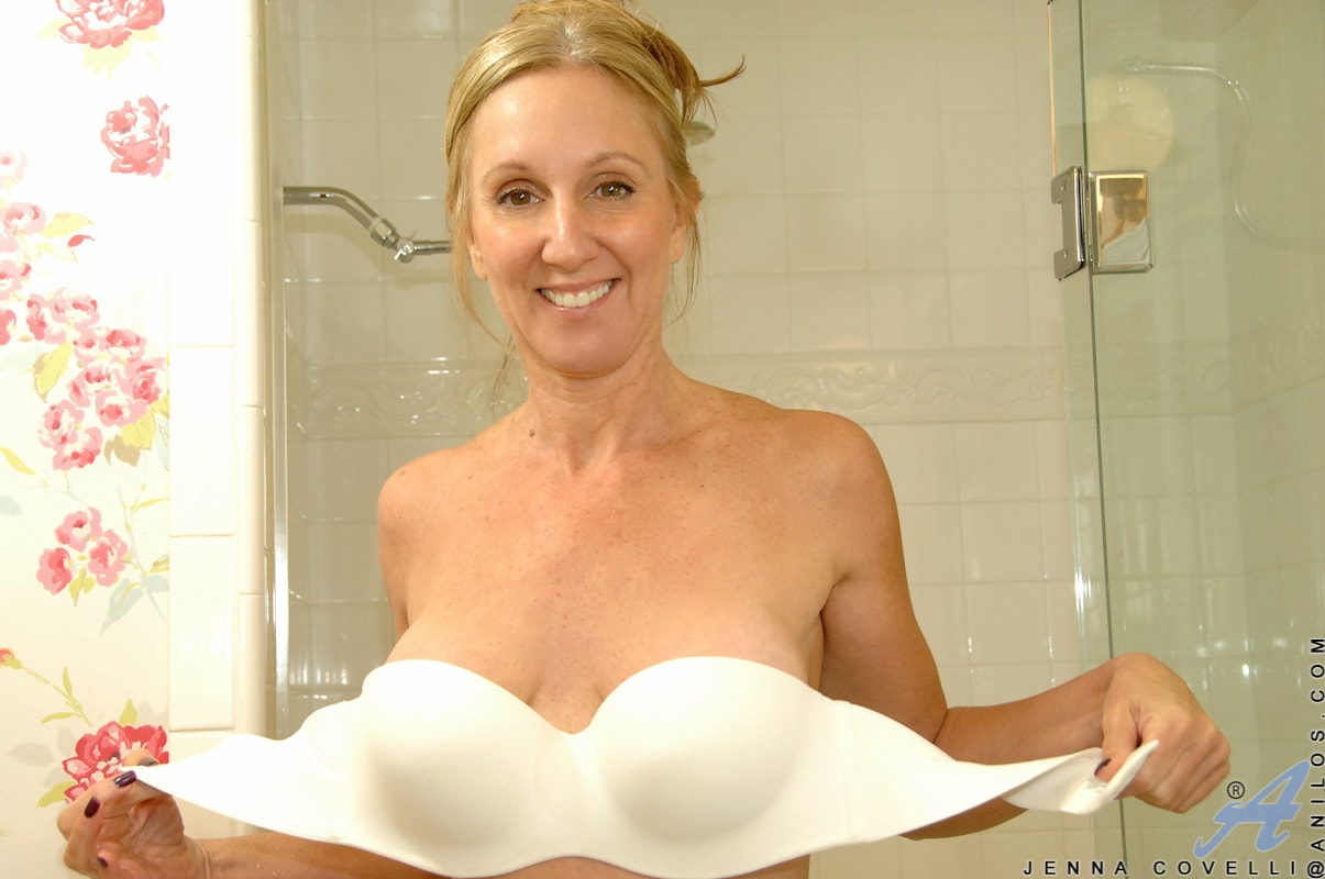 Anilos 'Toys In Her Shower' starring Jenna Covelli (Photo 3)
