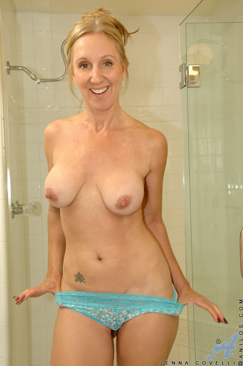 Anilos 'Toys In Her Shower' starring Jenna Covelli (Photo 4)