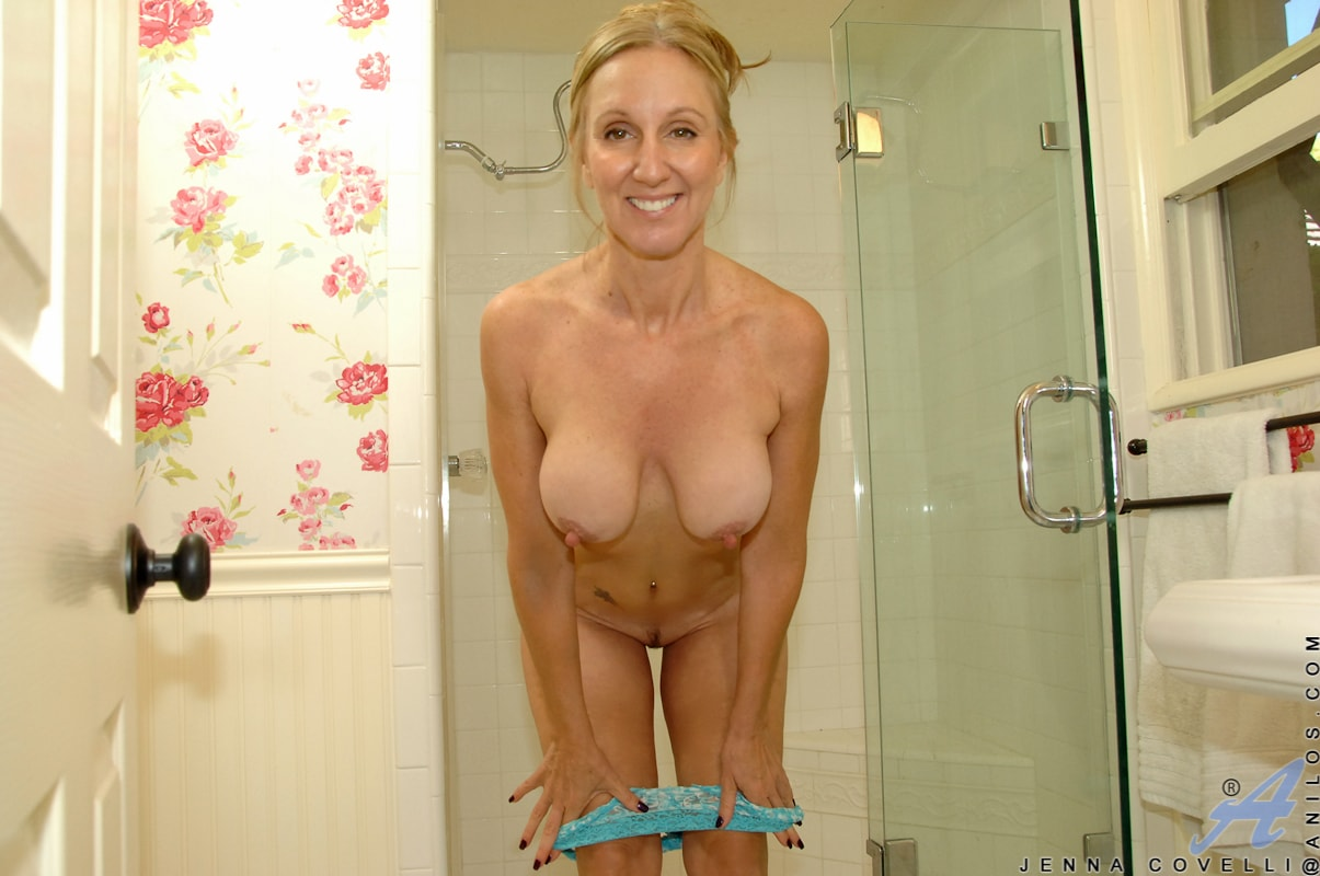 Anilos 'Toys In Her Shower' starring Jenna Covelli (Photo 5)