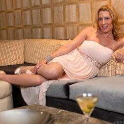 Jennifer Best in 'Anilos' Classy And Playful (Thumbnail 1)