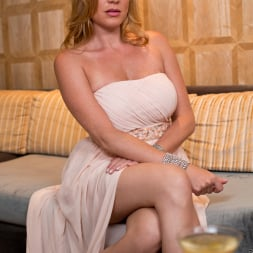 Jennifer Best in 'Anilos' Classy And Playful (Thumbnail 2)