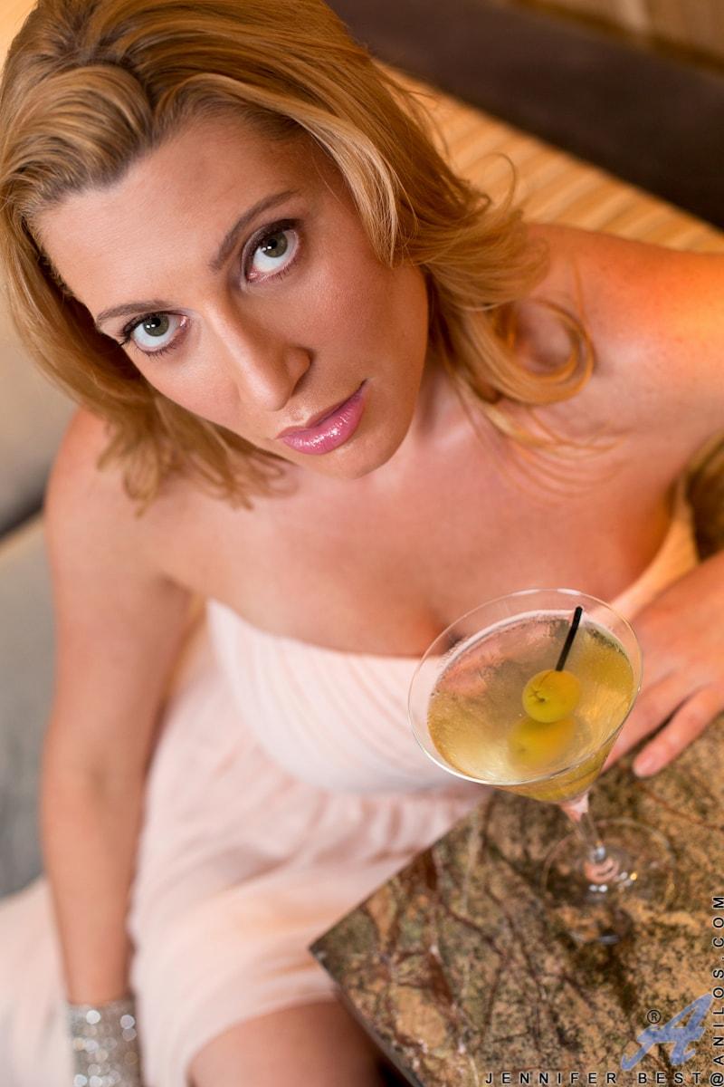 Anilos 'Classy And Playful' starring Jennifer Best (Photo 3)